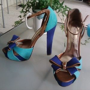 Just Fabulous blue bowed platform heels, size 7.5